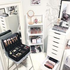 How to Organize & Display Makeup in Cool Ways, makeup organization,makeup vanity,makeup storage organization small spaces Make Up Organizer, Make Up Storage, Storage Ideas, Makeup Desk, Makeup Rooms, Ikea Makeup, My New Room, My Room, Rangement Makeup