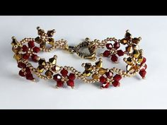 Dear jewelry lovers, this time we share a unique crystal beaded bracelet. A highly acclaimed jewelry model. Beaded Bracelets Tutorial, Diy Bracelets Easy, Beaded Bracelet Patterns, Beaded Necklace, Necklaces, Diy Jewelry Unique, Handmade Jewelry, Jewelry Ideas, Bracelet Making