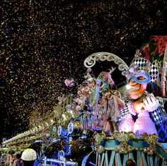 2 more years and I get to go! Rio is so stunning and to go during carnival is a dream of mine!