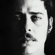 CHICO BUARQUE - Músico, dramaturgo e compositor. Meu grande ídolo da MPB. Clique sobre a imagem para acessar o site oficial.