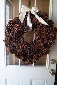 Have been saving pine cones for years now.time to make my wreath! (aw) How to make a pine cone wreath video tutorial Pine Cone Art, Pine Cone Crafts, Wreath Crafts, Diy Wreath, Christmas Projects, Pine Cones, Holiday Crafts, Christmas Time, Country Christmas