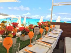 Beautiful table setting for Veuve Clicquot - Chemin de table en gazon synthétique - special event in #stbarth, French Caribbean island Luxurious destination, #lesvoilesdestbarth2015 Lancement Veuve Clocquot Rich