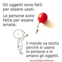 """Quanta gente """"perde"""" la vita per paura di allentare i pugni con cui stringe ciò… Quotes Thoughts, Wise Quotes, Words Quotes, Wise Words, Sayings, Italian Quotes, Something To Remember, Meaning Of Life, Truth Hurts"""