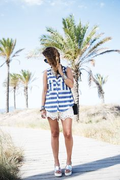 Lace_Shorts-Striped_Top-Silver_Wedges-Chain_Necklace-Outfit-Street_Style-7