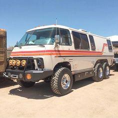 This Lifted GMC Motorhome Is Completely Bonkers 4x4 Camper Van, 4x4 Van, Truck Camper, Cool Trucks, Chevy Trucks, Overland Gear, Gmc Motorhome, Bug Out Vehicle, Cool Vans