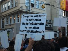 baharca Bahar Çuhadar 1 sa Polis yürütmüyor. GS'deyiz. #direngazeteci pic.twitter.com/w09PLlaSdI #direngazeteci gazeteciler istanbul'da eylemde 12.07.2013