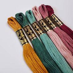 Embroidery Bracelets Design Shiny Happy Floss from Embroidery Patterns, Hand Embroidery, Embroidery Floss Projects, Dmc Embroidery Floss, Embroidery Bracelets, Yarn Bracelets, String Bracelets, Summer Bracelets, Friendship Bracelet Patterns