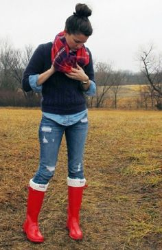 Denim shirt+navy sweater+jeans+red water boots