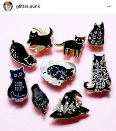 Cat enamel pins in black and white! Jacket Pins, Cat Jewelry, Jewellery, Pinterest Pin, Cool Pins, Pin And Patches, Pin Badges, Lapel Pins, Pin Collection