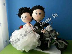 Ana y Javi...dos novios muy especiales, dos grandes amigos...con Chester, su mascota,y los tres en la moto de Javi...