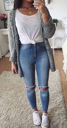 T-shirt en chique witte jeans – Shoes Fresh Outfits, Casual Winter Outfits, Jean Outfits, Stylish Outfits, Spring Outfits, Casual Summer, Classic Outfits, Casual Fall, Korean Winter Outfits