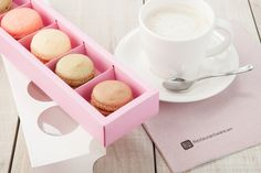 These trendsetting macaron packages are perfect for bakeries, events, restaurants, and many more settings. Our Valentino macaron packaging has a unique design that will impress every guest. This packaging has a pink tray and a white cover, so they will surely match many different themes.