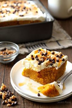 This simple Pumpkin Spice Poke Cake is made from scratch without cake mix and served straight from the cake pan. Topped with whipped cream frosting the pumpkin lover in you wont be able to resist! Fall Desserts, Just Desserts, Delicious Desserts, Thanksgiving Desserts, Thanksgiving Ideas, Yummy Food, Poke Cakes, Cupcake Cakes, Dump Cakes