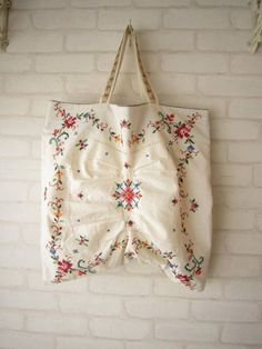 DIY - turn a vintage cushion cover into a lovely unique tote