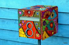 boite aux lettres originales Home Mailboxes, Painted Mailboxes, Tiered Planter, Ceramic Mosaic Tile, Mosaic Madness, Post Box, Mosaic Patterns, Mail Art, Diy Projects To Try