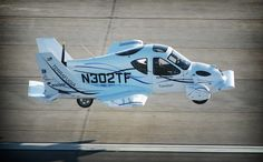 No, It's a plane. No No it's a flying car. Terrafugia's flying car makes maiden voyage Light Sport Aircraft, Plane Photos, Airplane Car, Flying Car, Car Makes, Back To The Future, Future Car, Cool Gadgets, Amazing Gadgets