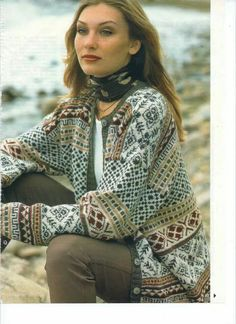 like how scarf is tied Fair Isle Knitting Patterns, Fair Isle Pattern, Knitting Stitches, Knit Patterns, Hand Knitting, Norwegian Knitting, Knit Cardigan, Knitwear, Knit Crochet