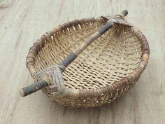 Big Basket, Basket Tray, Plant Basket, Diy Home Crafts, Crafts To Make, Arts And Crafts, Willow Weaving, Basket Weaving, Deco Nature