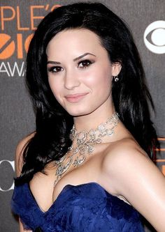 Demi Lovato black hair with volume #demilovato #hair #style