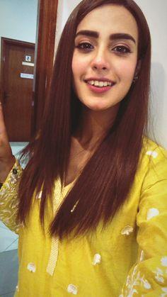 Iqraaziz Selfie Poses, Selfies, Iqra Aziz, Maya Ali, Pakistani Dresses Casual, Saree Look, Pakistan Fashion, Pakistani Actress, Hollywood Celebrities