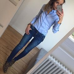 Blue shirt Blue jean Blue day #outfit#dailyoutfit#dailylook#instafashion#fashionpost#fashiondiaries#wiwt#metoday#blueshirt#graoushoes chemise/jean#zara boots#arabesquetoulouse