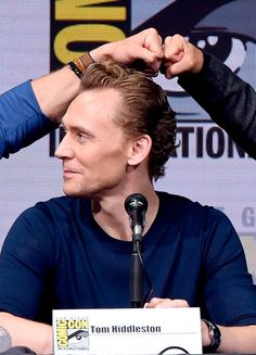 Tom Hiddleston attends the Marvel Studios Presentation during Comic-Con International 2017 at San Diego Convention Center on July 22, 2017. Via Torrilla. Larger: https://wx2.sinaimg.cn/large/6e14d388gy1fhtlsgn8mnj21kw12atrj.jpg