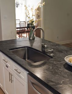 Ways To Choose New Cooking Area Countertops When Kitchen Renovation – Outdoor Kitchen Designs Soapstone Kitchen, Soapstone Countertops, Outdoor Kitchen Countertops, Kitchen Tiles, Diy Kitchen, Kitchen Black, Kitchen Counters, Kitchen Decor, 10x10 Kitchen