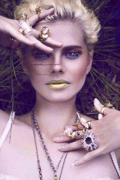 Работа тренера по макияжу #dominiqteam Шишкиной Кристины @kristina_shi. Наши золотые ручки ------------------------------------- Вот такую красоту мы наснимали с @aniegoista  и @philippazayac Мои супердевочки❤️❤️❤️ #dominiq #dominiqbeauty #makeup #makeupartist #model #визажист #стилист #студиякрасоты