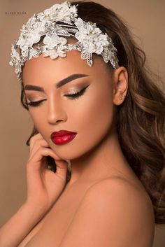Gorgeous look!, You can collect images you discovered organize them, add your own ideas to your collections and share with other people. Soft Bridal Makeup, Wedding Makeup Looks, Bride Makeup, Glam Makeup, Bridal Hair, Beauty Makeup, Eye Makeup, Hair Makeup, Bride Hair Accessories
