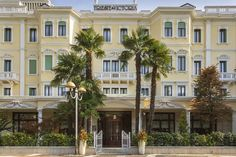 Grand Hotel Trieste & Victoria, hotel 5 stelle lusso Abano Terme Trieste, Victoria, Grand Hotel, Mansions, House Styles, Home Decor, Mansion Houses, Homemade Home Decor, Manor Houses