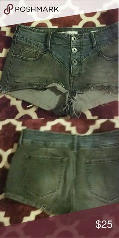 Bullhead shorts Really cute bullhead Shorts size 5 low rise. In great used condition.   Make any offer everything must go. Bullhead Shorts