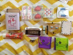 Emergency Girl Kit Gift: go to the CVS or a drug store and get the tiniest items for a convenient emergency kit for your friends - pinnere School Emergency Kit, Emergency Kit For Girls, School Survival Kits, Emergency Kits, Survival Tips, Middle School Hacks, Middle School Outfits, Back To School, Period Kit