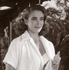 Kay Lawrence (Julie Adams) - Creature from the Black Lagoon Classic Sci Fi, Classic Horror Movies, Classic Beauty, Julie Adams, Hollywood Actresses, Actors & Actresses, Johnny Tillotson, Creature Movie, Beauty Forever