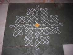 அழியாத கோலம்/ ముగ్గులు / रंगोली : Nelli kolam Indian Rangoli Designs, Rangoli Border Designs, Small Rangoli Design, Rangoli Designs Images, Rangoli Designs With Dots, Rangoli With Dots, Beautiful Rangoli Designs, Simple Rangoli, Mehandi Designs