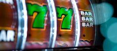 Wer träumt nicht davon einmal im Casino das große Los zu ziehen? Spielautomaten und Tischspiele verleiten auch im Swiss Casino Pfäffikon -Zürichsee dazu, hier Geld zu investieren, um im besten Fall mit dem Jackpotgewinn nach Hause gehen zu können. Die Gewinnerin ist überglücklich über den Sieg