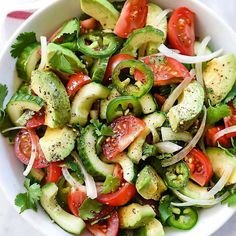 Tomato Avocado Cucumber and Maui Onion Salad. Avocado and sweet tomatoes get a crunchy bite from sliced cucumber, mild Maui onions and spicy jalapeño in a lime and vinaigrette topped with cilantro. Avocado Tomato Salad, Avocado Salad Recipes, Cucumber Salad, Cucumber Bites, Avocado Chicken, Detox Salad, Caprese Salad, Vegetarian Recipes, Cooking Recipes