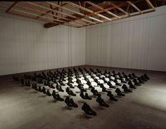"""Dominique Blain - Missa, 1997, édition de 2, 100 paires de bottes d'armée, fils de nylon, grille de métal et bois, 600 x 600 x 300 cm (236 x 236 x 118""""), collection Musée des beaux-arts de Montréal galerie antoine ertaskiran"""