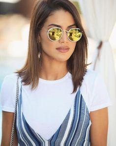 Adoramos produções confortáveis!! A @camilacoelho investiu na tendência de slip dress com camisa por baixo E para dar um ar ainda mais descolado finalizou com o #RayBan 3517 ✨ #envyotica #camilacoelho #slipdress #raybanround #sunnies #sunglasses #oculos