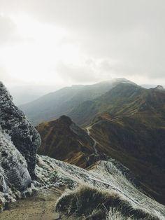 Wandern in den Bergen. Belohnung: die wunderschöne Aussicht.