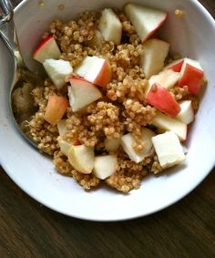 Peanut Butter Quinoa with Apple Honey: made for me and friend; used more peanut-butter and honey than asked for and two colored apples; good if you like quinoa. Real Food Recipes, Cooking Recipes, Yummy Food, Tasty, Cooking Tips, Healthy Snacks, Healthy Eating, Healthy Recipes, Healthy Breakfasts