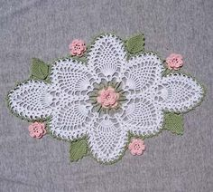 Pineapple crochet pattern with pink roses.