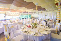 Citromsárga szalagos dekoráció lampionokkal - Yellow ribbons wedding decoration with lanterns Wedding Decorations, Table Decorations, Ribbons, Lanterns, Yellow, Furniture, Home Decor, Decoration Home, Room Decor