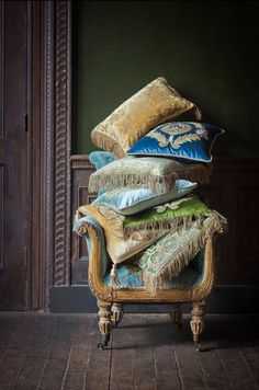 Beaumont & Fletcher design and craft beautiful bespoke furniture, soft furnishings, lights, mirrors and more. Handmade Furniture, Home Decor Furniture, Grand Art, Luxury Cushions, Luxury Rooms, Embroidered Cushions, Sofa Pillows, Cushions On Bed, Shabby Chic Homes