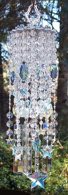 Hanging Chandelier Sun Catcher / Windchimes - How amazing would this look when the sun hits? Chandelier Bougie, Chandeliers, Outdoor Chandelier, Bottle Chandelier, Hanging Chandelier, Mobiles, Crystal Wind Chimes, Wind Spinners, Décor Boho