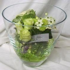 Light green floral arrangement in wide vase - El Zita - http://www.elzita.be/bloemstukken.html