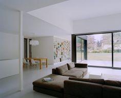 Finde minimalistische Wohnzimmer Designs: Privathaus bei Berlin. Entdecke die schönsten Bilder zur Inspiration für die Gestaltung deines Traumhauses.