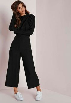 87b071612f91 2018 trends Black Culottes Outfit Casual, Culottes Outfit Party, Black  Cullotes Outfits, Black