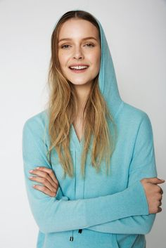 The Hoodie Cashmere Sweater in Pool Blue Cashmere Hoodie, Cashmere Sweaters, Uk Size 16, Hoodies, Denim, Summer, Model, How To Wear, Blue