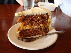 Une part de carrot cake maison