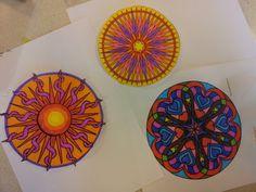 Mandala's maken. Deze zijn gewoonweg ingekleurd,heel rustgevend.